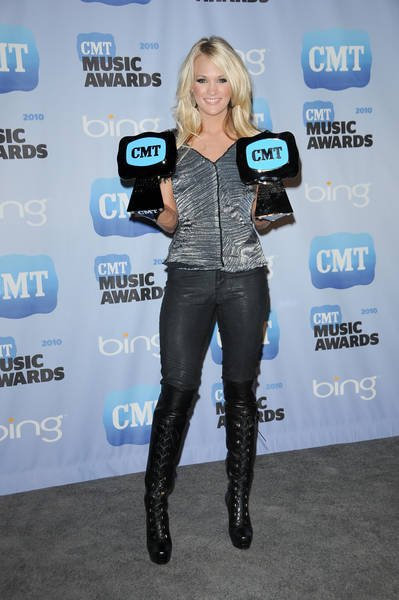 LES   RECOMPENSES = 2 Awards pour Carrie UNDERWOOD