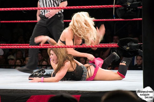 Du Catch a La Country !!!  ( Présentation de Mickie  JAMES )