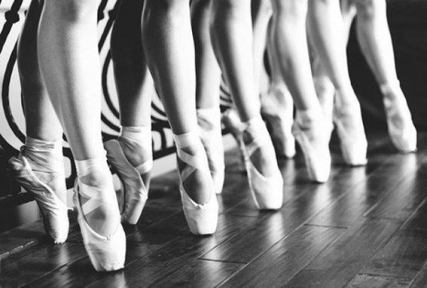 On reconnait une bonne danseuse à ses chaussons de danse .   #By ma prof de danse