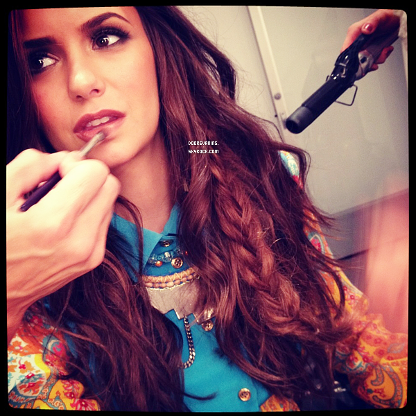 .Découvrez les scans du magazine Nylon pour lequel Nina Dobrev a posé..