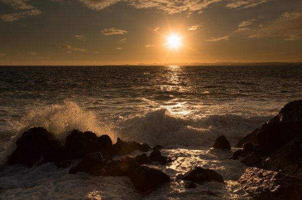 Bonjour, quelques couchers de soleil a couper le souffle un jeudi matin d'Aout frisket