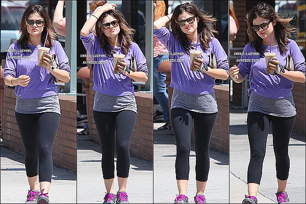 21.06.12 : Lucy prenant son café glacé après sa séance de sport.