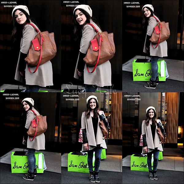 12 Décembre 2012 Lucy est allée faire du shopping dans Studio City!  Elle était toute souriante comme toujours!!