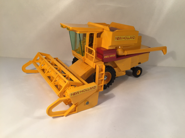 Moissonneuse New holland TR85 britains 1/32
