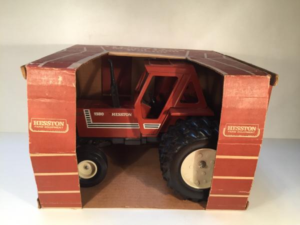 tracteur Hesston 1380 Scale Models M 1/16
