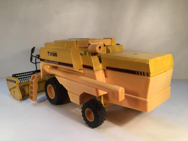 Moissonneuse New holland TX66 ROS 1/32