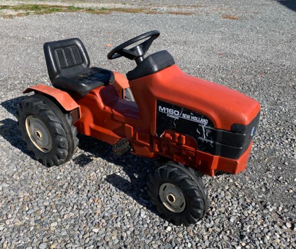 tracteur à pédales New holland M160