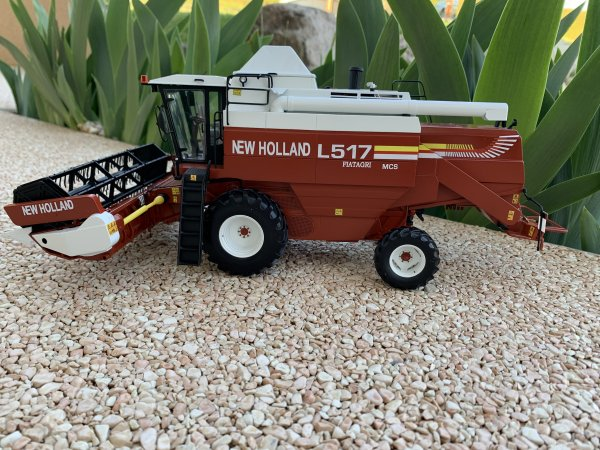 moissonneuse New Holland L517 1/32