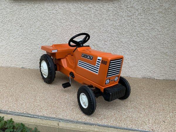 tracteur à pédales FIAT 880
