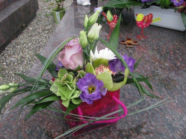 Des fleurs de la part de tes amies ...