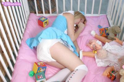 un nouveau site de photo AB du style plastic-babe et nappy-school, avec de très beaux bébés!!