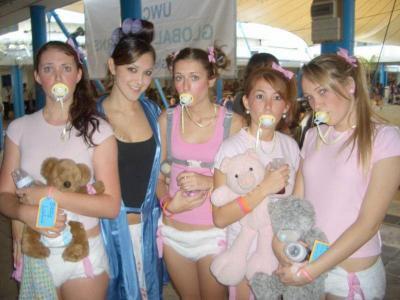 Une photo venant de webshot prise pendant une soirée d'étudiante infirmière.