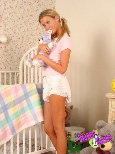 bébé est prete pour allez faire son gros dodo bonne nuit bébé et fait de beau reve