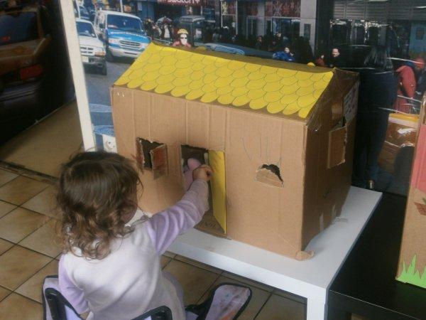la maison kon a fait avec les filles avec seulement un carton.