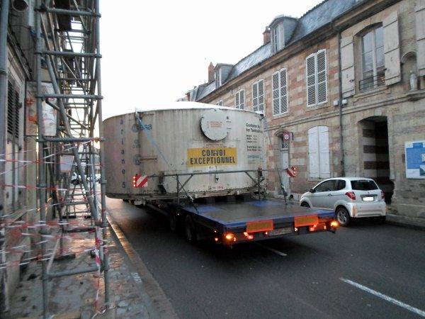 convoi transportant un morceau d'arianne 5