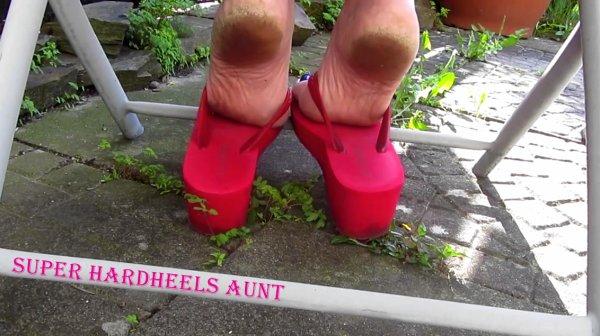 super hardheels aunt