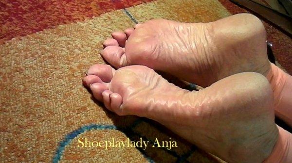 wrinkled soles of shoeplaylady anja