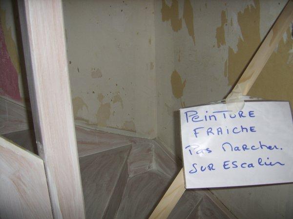Renovation papier peint peinture dans escalier blog de - Papier peint escalier ...