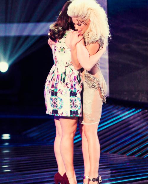 Le 29 novembre, le live show de X-Factor a été diffusé sur la chaîne FOX