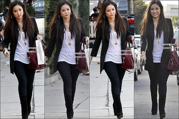 . 11/01/12 : Brenda Song et son sac Balenciaga ont été aperçus sortant de la boutique Williams Sonoma dans L.A..