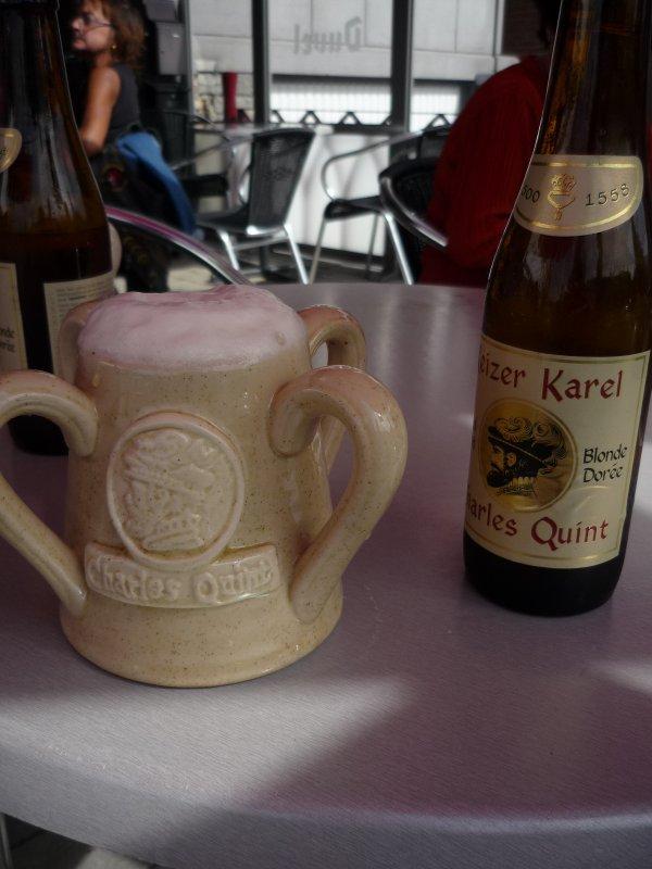 De passage a Walcourt venez boire la charles -quint dont voici la legende