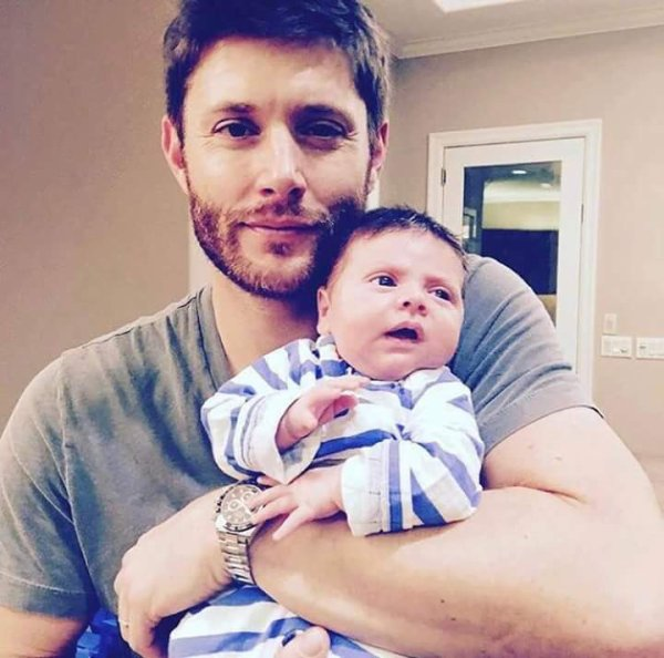 Jensen with his newborn baby :3 ❤ ❤ ❤