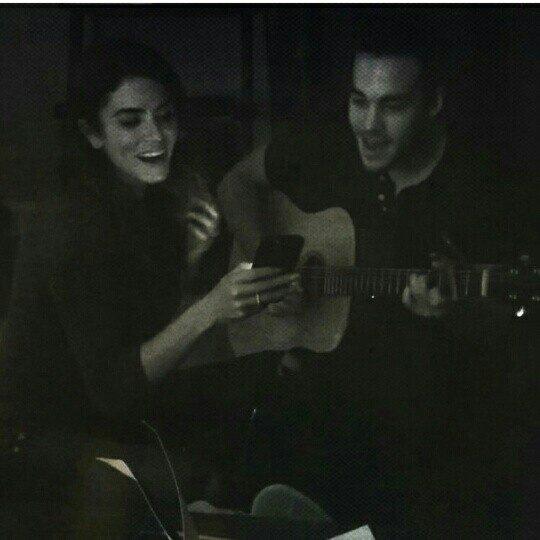 Chris & Nikki singing ❤❤❤ *....*