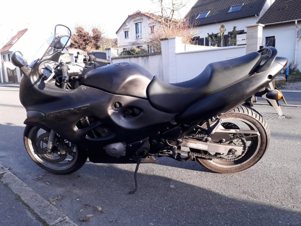 Ma nouvelle moto 750 GSXF de 1998