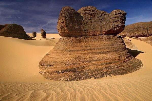 هنا صحراء الجزائر هنا تمنراست  هنا ابدأ كلامي من تمنراست هيا غرامي ♥