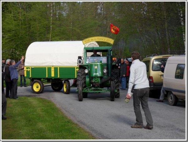 Je reviens de faire le Tour de la France en tracteur Société Française 302 de 1953.
