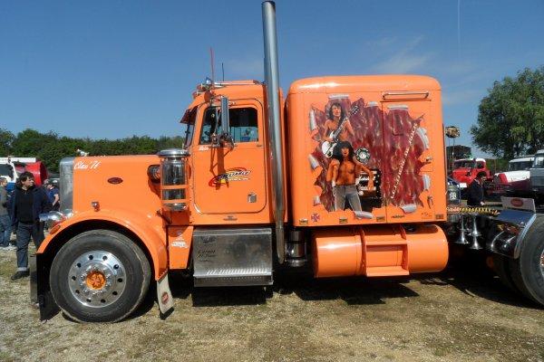 Juste pour le plaisir des yeux un camion vu à La Ferté Alais