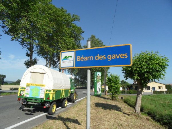 Le 29 mai 2012 : 29° étape du Tour de la France en tracteur Société Française à Boule chaude de 1953
