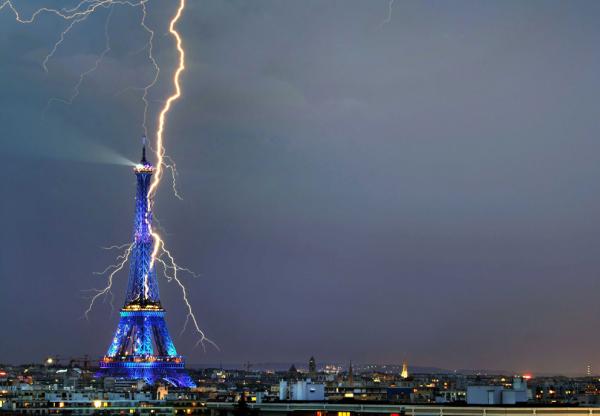 Une photo de la Tour Eiffel