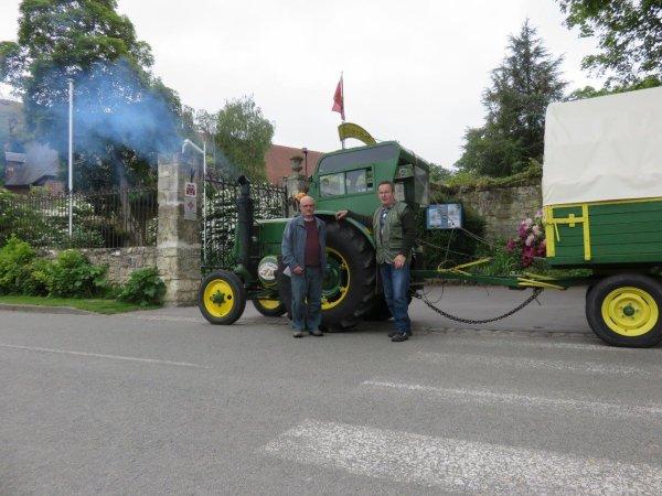 Jean-Yves Brochard effectue son 2° Tour de la France avec son tracteur Société Française Vierzon, le 5° jour : Le vendredi 22 mai 2015 de Bourlon à Corbeny