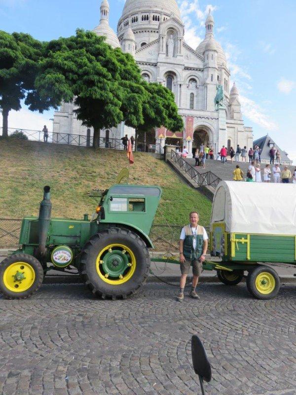 Jean-Yves Brochard et son tracteur Société Française Vierzon font du tourisme dans le C½ur de Paris le 31 juillet 2016