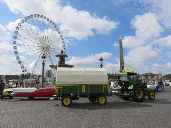 Jean-Yves Brochard avec son Société Française Vierzon sur la Place de la Concorde