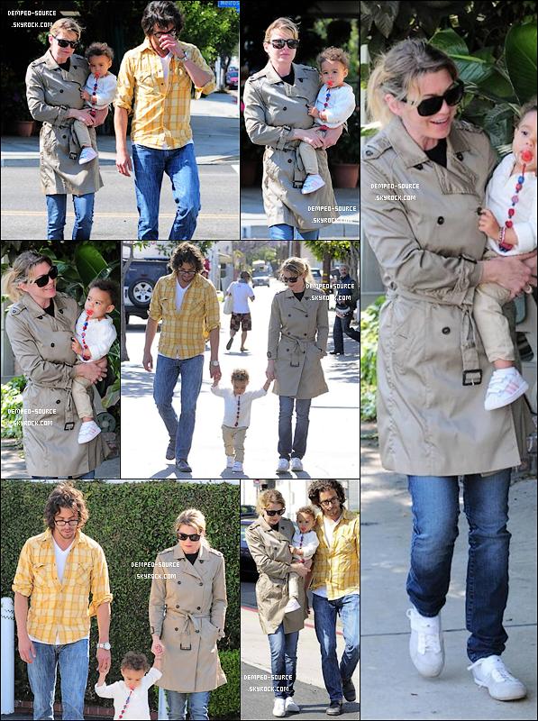 16/05/2011 - Ellen a été vue sortant du restau' « Café & Maison » avec des amis à Los Angeles.  17/04/2011 - Ellen P. a fait du shopping chez « Fred Segal » avec Stella, dans West Hollywood .