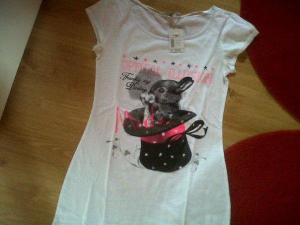 Tee Shirt `                  LES HABiTS SONT LAVER ET REPASSER AVANT L'ENVOiE DS COLiS