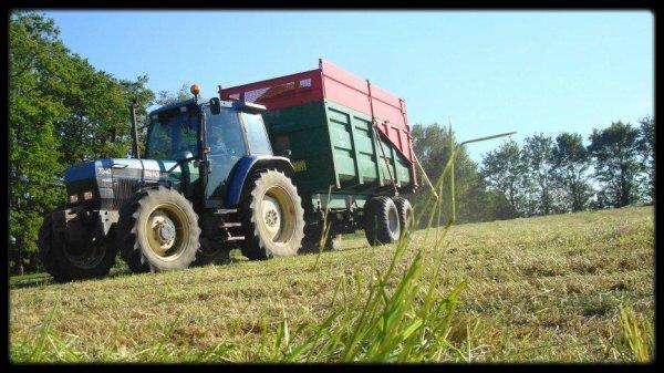 Ensilage d'Herbe le Mercredi 16 Mai 2012 (CLAAS JAGUAR 940) ....