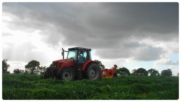 Fauchage pour Ensilage le Vendredi 10 Mai 2013 ( MF & JD and POTTINGER ) ..