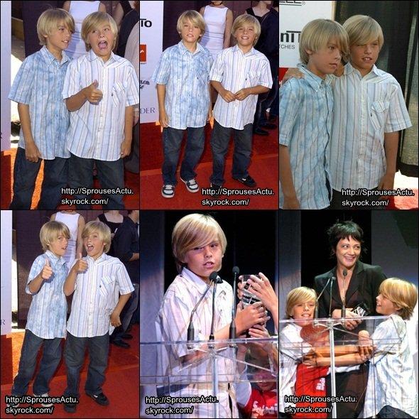Les Sprouse ont était vue au Movieline Young Hollywood Awards. Je les trouvent trop chou !
