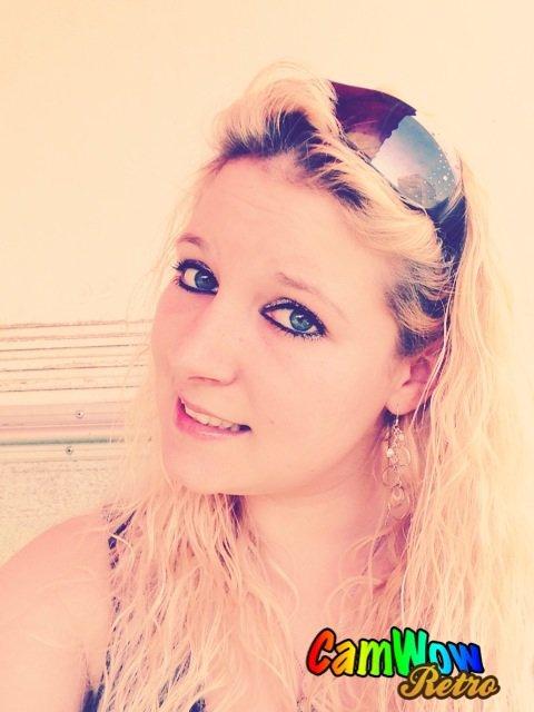 Tu m'insulte avec ton regard, moi je te baise avec mon sourire =)