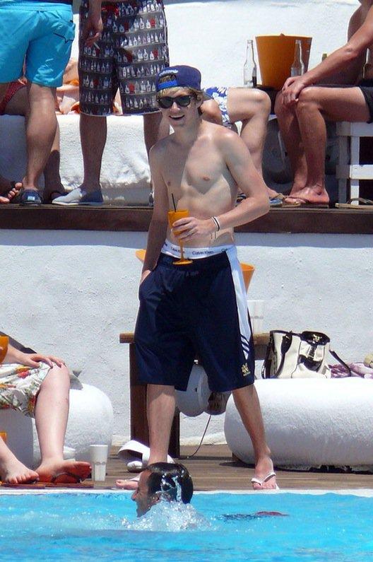 Niall en plein vacances au soleil en Espagne