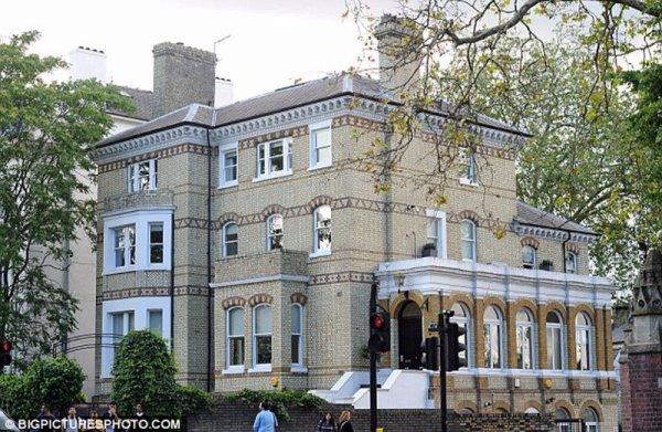 Voici la maison que Liam a visté a househunting à Primrose Hill, au nord de Londres juste a coter d'Harry hi er entrin de visiter une maison en compagnie de leurs maquilleuse Lou Teasade ( Liam n'a pas pu s'empêcher d e rester loin de Hazza)