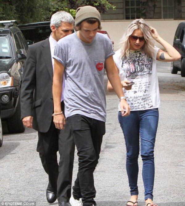 La dernière fois Harry qui visite des maison en compagnie de Lou Teasade ( leur maquilleuse )
