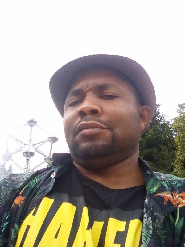 BIENVENU MASSAMBA MP LANCE LA CAMPAGNE NAZALI PE TOZALI BATO BANIAMA TE PONA KOLOBA NOUS SOMMES DES HUMAINS