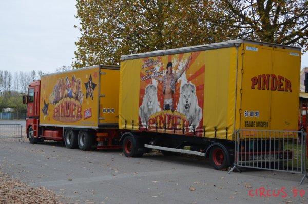 Un autre camion du cirque Pinder et sa remorque !