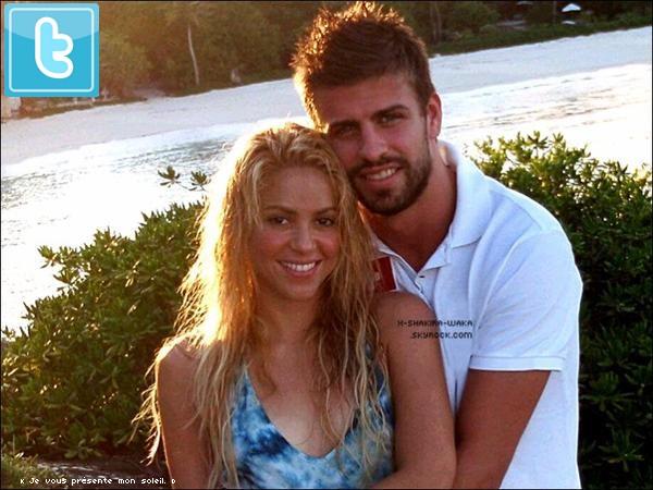 🎒 Avec sa fondation Pies Descaleos, Shakira est allée « Inaugurer les Premiers Travaux »  de la reconstruction d'une école détruite par un terrible tsunami. 31 Mars 2011 - Port-au-Prince, Haïti.