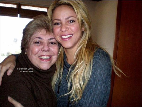 🎤 Shakira a rencontré Juan Manuel Santos, le « Président Colombien ». o5 Décembre 2011 - Bogota, Colombie.