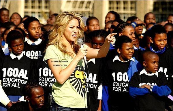 🎤 Shakira a donné une « Interview ».  Février 2012 - Espagne.